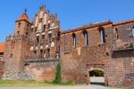 The ruins of Knight's Castle and old city walls, taken from Bulwar Filadelfijski - Torun, Poland (19)