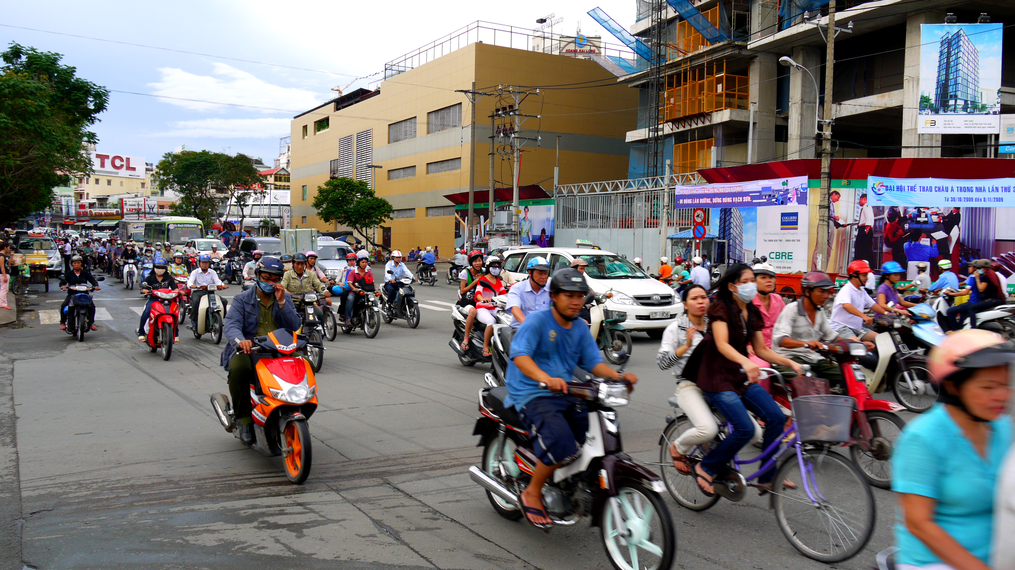the traffic in vietnam Vietnam's economy is growing fast, and demand for transport services is increasing accordingly mopeds have become the major means of transport in urban agglomerations traffic jams, ­however, are time consuming and cause illness.