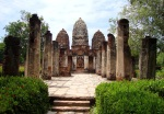 Wat Si Sawei, with three Khmer prangs - Sukhothai Historical Park, Thailand (9)