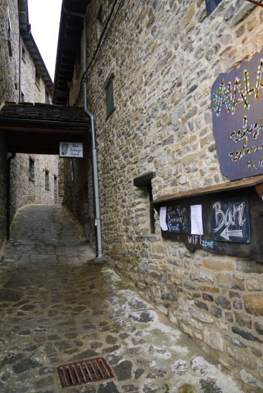 Cobbled stone streets and narrow alleys, taken on Calle Francia - Torla, Spain (10)