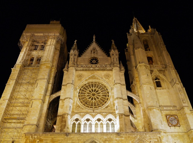 Illuminated façade of Leon Cathedral - León, Spain (18)