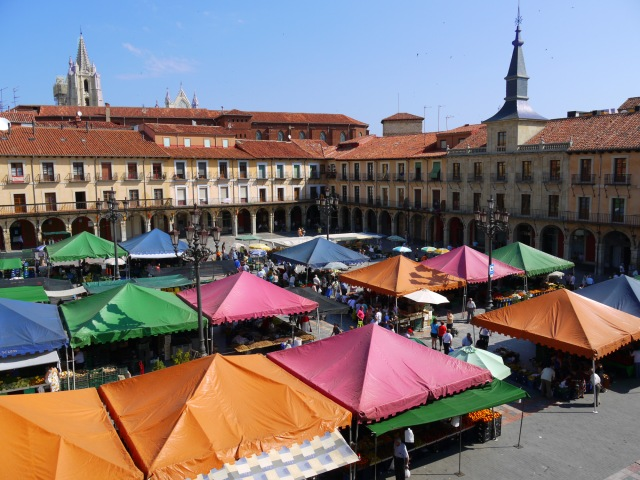 Market day on Main square - Leon, Spain (5)