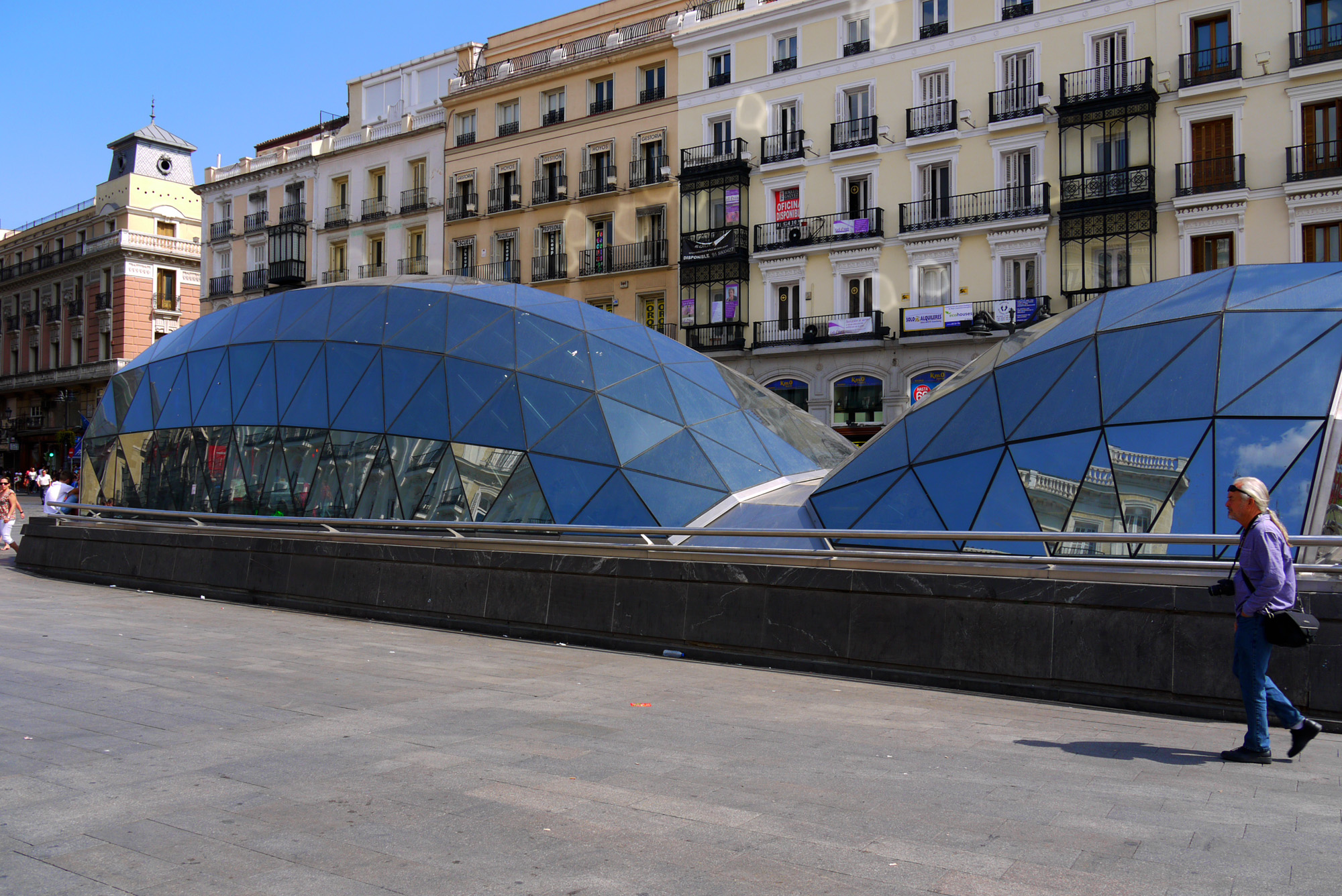 Madrid spain 4 entrance to puerta del sol metro on for Plaza puerta del sol
