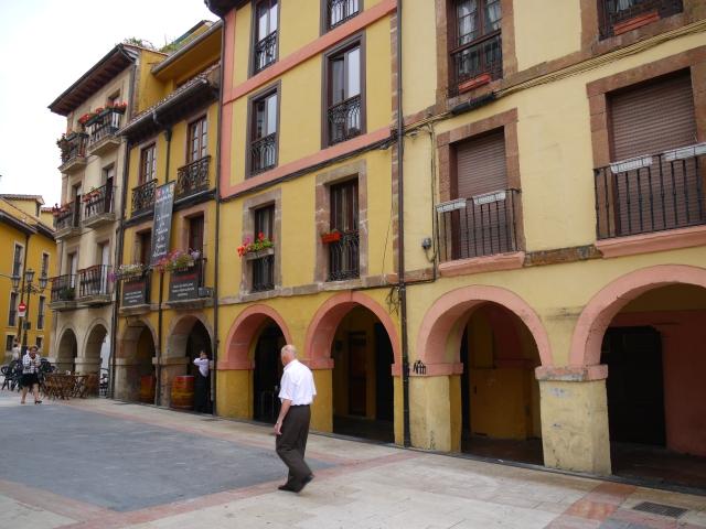 Arches on Calle Arco de los Zapatos - Oviedo, Spain (10)