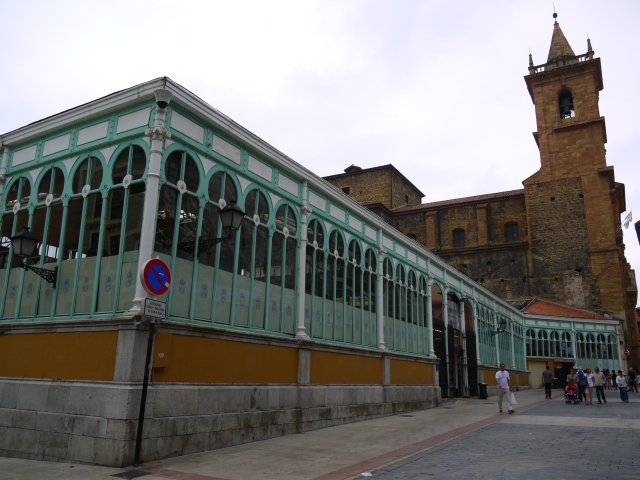Fontán Market with Church of Sant Isidoro the Royal n the background - Oviedo, Spain (18)
