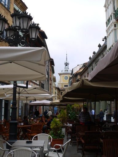 Restaurant Umbrella's on Calle de la Rúa - Oviedo, Spain (31)