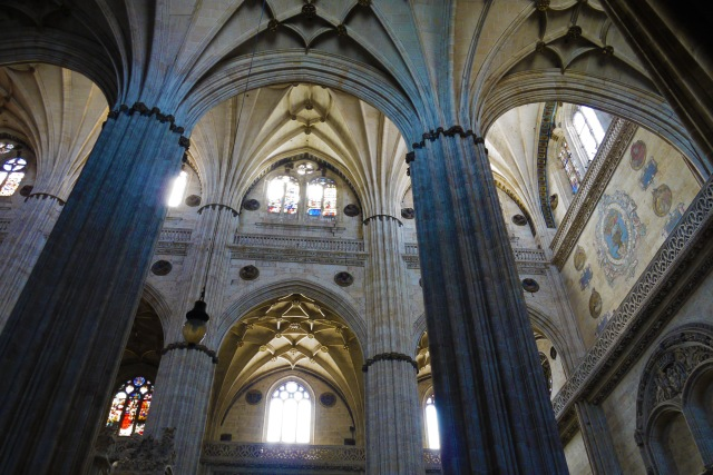 Huge stone pillars supporting archways, inside New Cathedral - Salamanca, Spain (47)