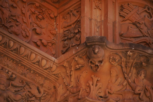 Close up of hidden frog on plastereque façade of University of Salamanca - Salamanca, Spain (79)