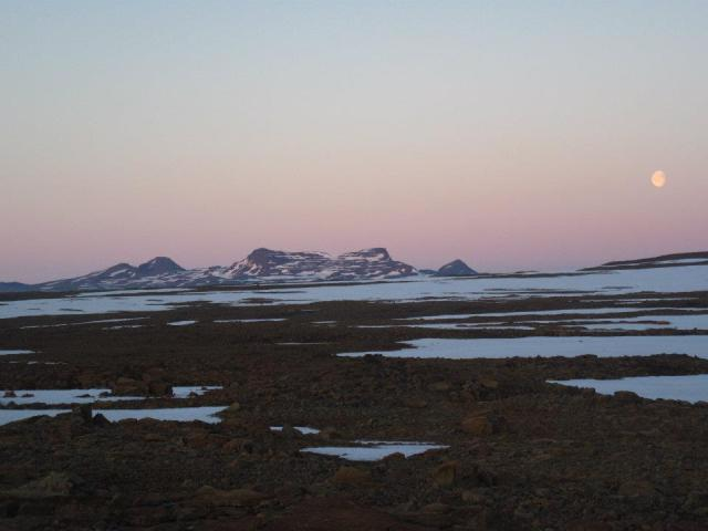Guest post: How to keep adventure optimal and costs minimal in Iceland – by Alex Vogels