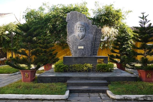 Kazimierz Kwiatkowski bust in Hoi An, Vietnam