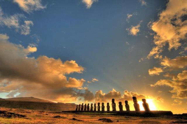 Rodrigo Wen - Ahu Tongariki, Easter Island, Chile