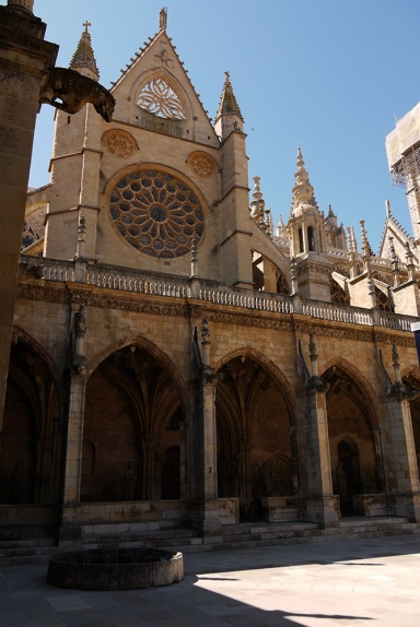 Santa María de León Cathedral, Leon, Spain - cloister (2)