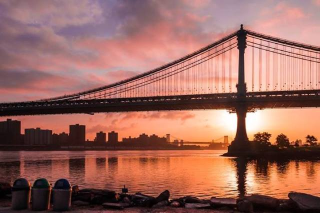 Robert Miller - Manhattan Bridge at sunrise, New York City, USA